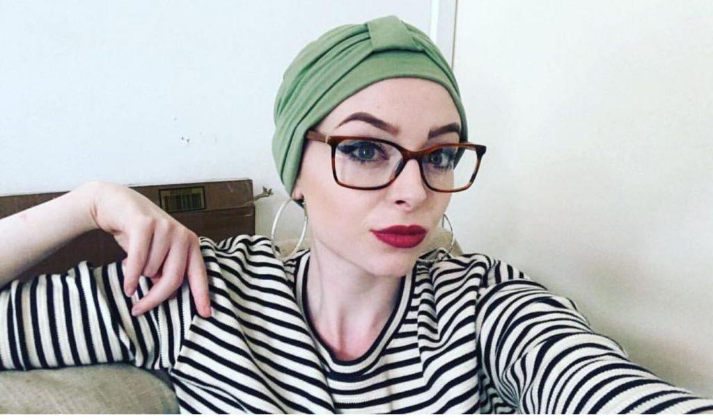 woman wearing Ellie Green chemo headwear