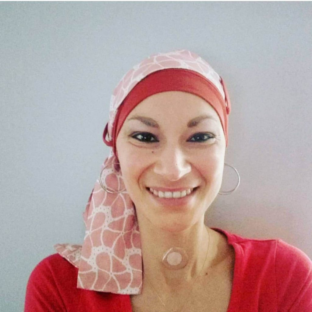 woman wearing yanna brick saumonea