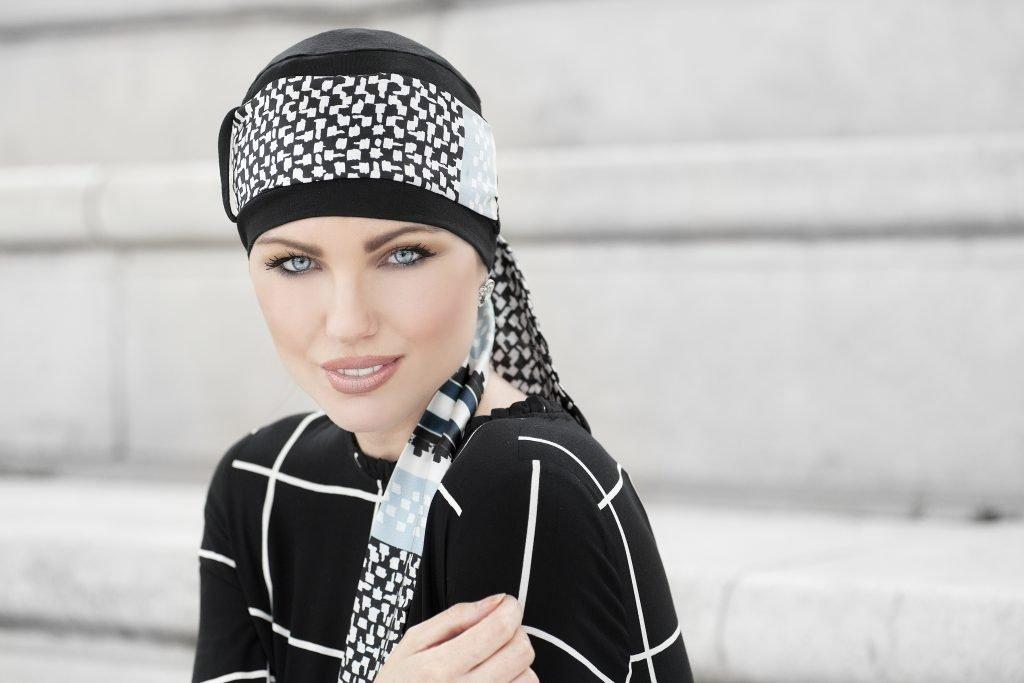 Woman wearing Black headwear with printed tie