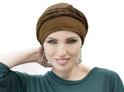 woman wearing taupe chemo hat