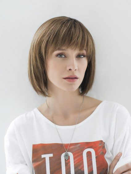 woman wearing dirty blonde bob wig
