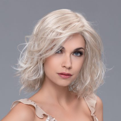 honey blonde lace front wig medium length