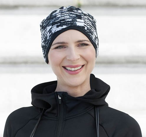 Sporty woman wearing a black and white headwear